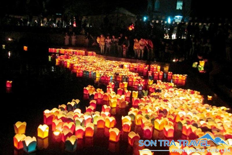 thả đèn hoa đăng ở Hội An